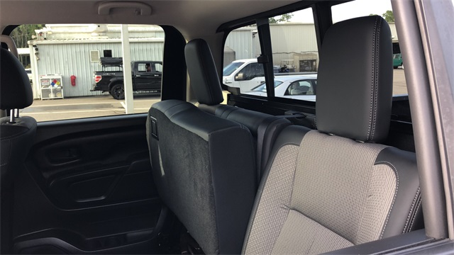 2017 Nissan Titan XD Crew Cab 4x2, Pickup #PHN500484 - photo 26