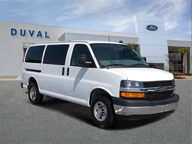 2018 Chevrolet Express 3500 4x2, Passenger Wagon #PJ1201996 - photo 1