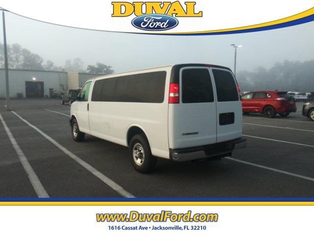 2018 Chevrolet Express 3500 4x2, Passenger Wagon #PJ1266165 - photo 2