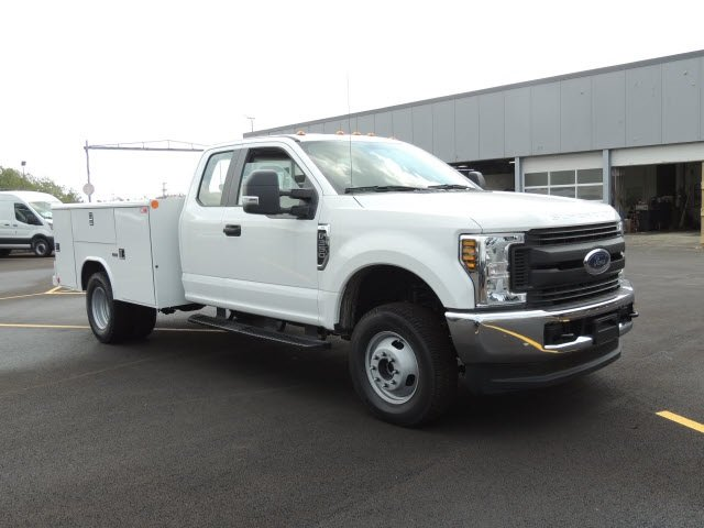 2018 F-350 Super Cab DRW 4x4,  Reading Service Body #IT5683 - photo 4