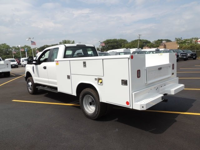 2018 F-350 Super Cab DRW 4x4,  Reading Service Body #IT5687 - photo 2