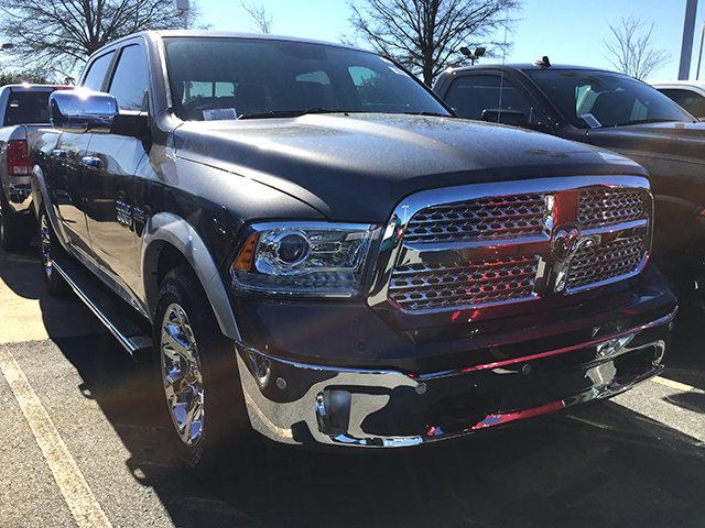 2017 Ram 1500 Crew Cab 4x4, Pickup #D170138 - photo 3