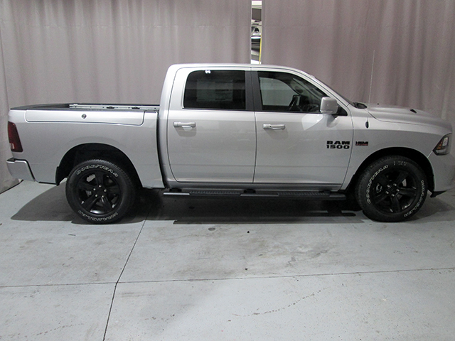 2017 Ram 1500 Crew Cab 4x4, Pickup #D170574 - photo 4