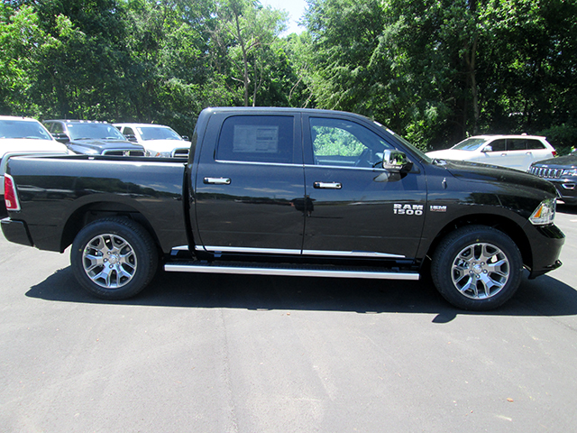 2017 Ram 1500 Crew Cab 4x4, Pickup #D170576 - photo 4