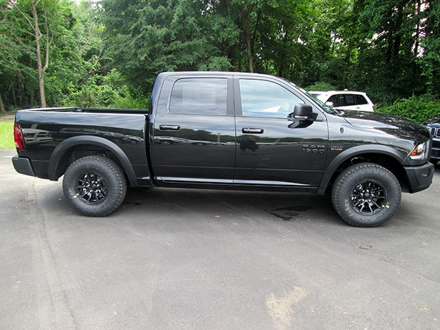 2017 Ram 1500 Crew Cab 4x4, Pickup #D170585 - photo 3