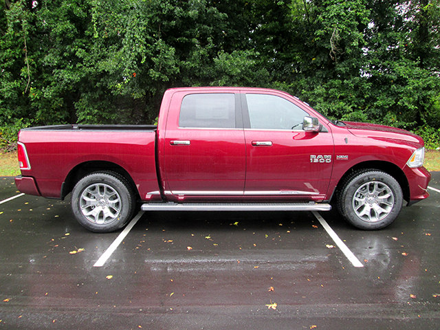 2017 Ram 1500 Crew Cab 4x4, Pickup #D170692 - photo 4