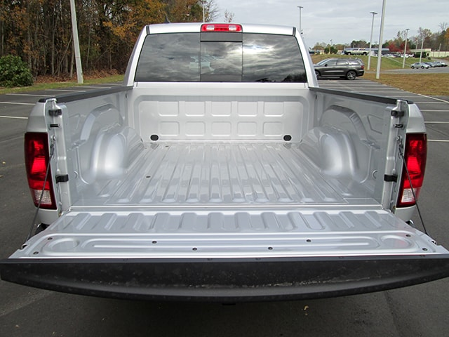 2017 Ram 1500 Crew Cab 4x4, Pickup #D170738 - photo 12