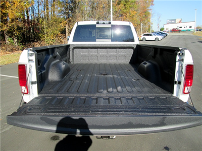 2018 Ram 3500 Crew Cab Pickup #D180140 - photo 11