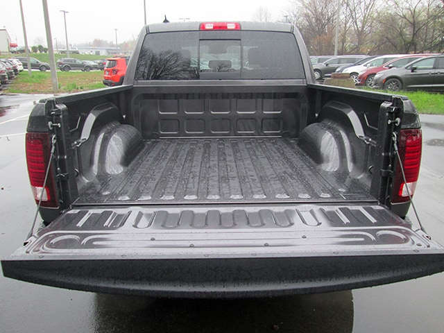 2018 Ram 1500 Crew Cab 4x4, Pickup #D180385 - photo 4