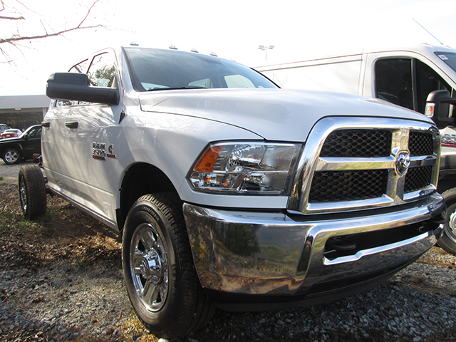 2016 Ram 3500 Crew Cab 4x4, Cab Chassis #D160241 - photo 3