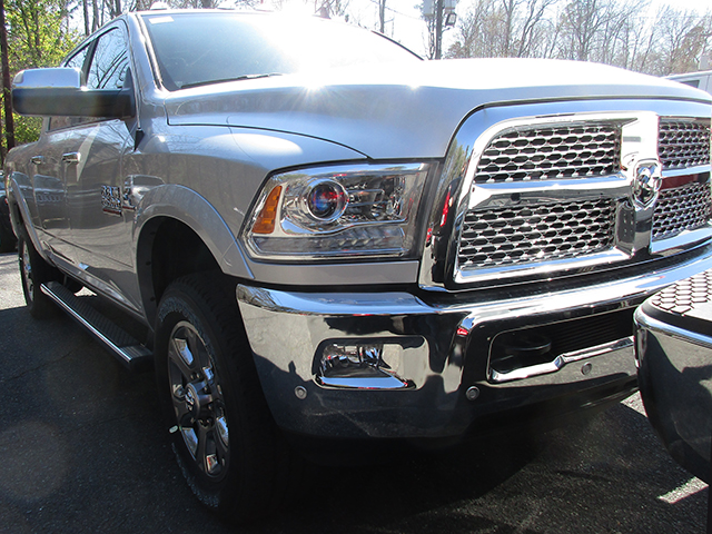2017 Ram 2500 Crew Cab 4x4, Pickup #D170156 - photo 3