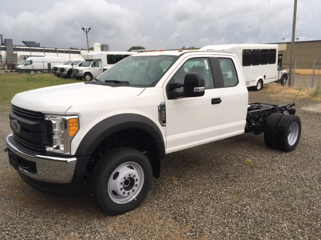 2017 F-550 Super Cab DRW 4x4, Hoekstra Equipment Cab Chassis #HED60615 - photo 3