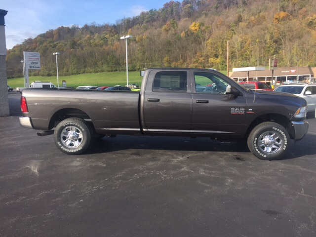 2018 Ram 2500 Crew Cab 4x4 Pickup #17510 - photo 4