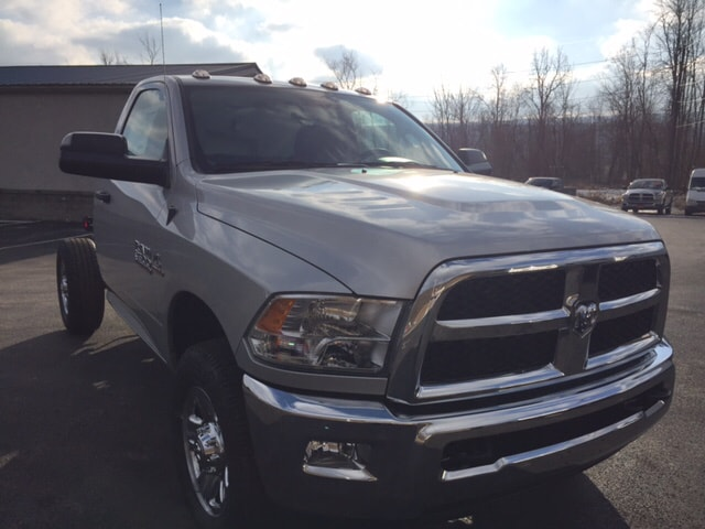 2018 Ram 3500 Regular Cab 4x4 Cab Chassis #17555 - photo 4