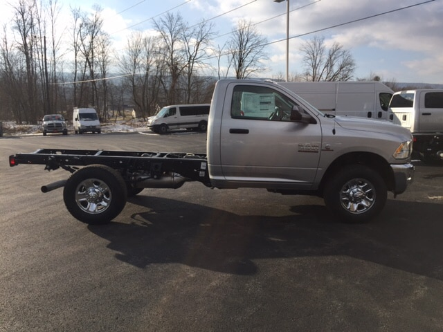 2018 Ram 3500 Regular Cab 4x4 Cab Chassis #17555 - photo 5
