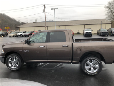 2018 Ram 1500 Crew Cab 4x4, Pickup #17961 - photo 7