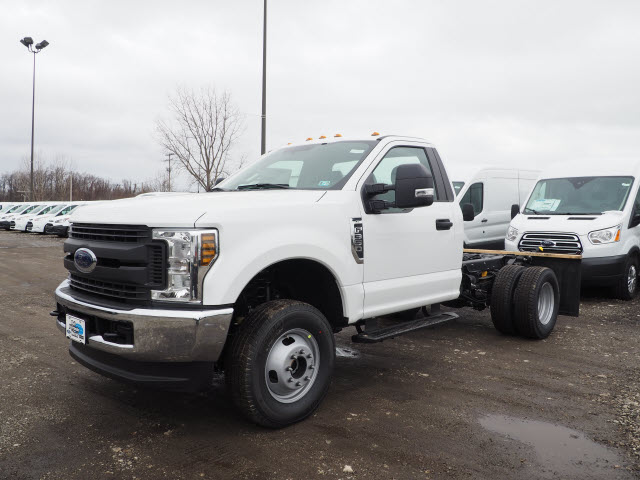2018 F-350 Regular Cab DRW 4x4,  Cab Chassis #JF373 - photo 3