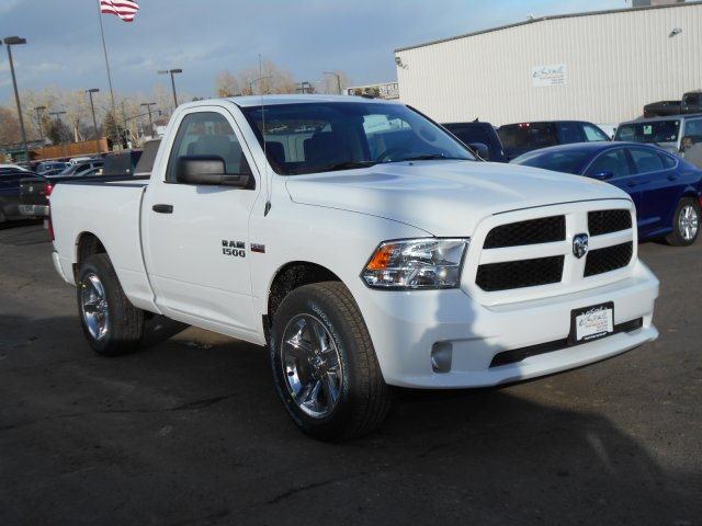 2017 Ram 1500 Regular Cab 4x4, Pickup #HG602436 - photo 3