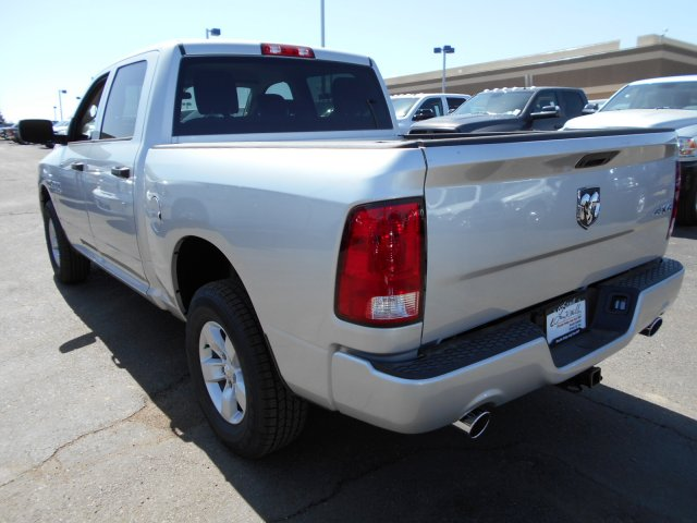 2017 Ram 1500 Crew Cab 4x4, Pickup #HG626507 - photo 2