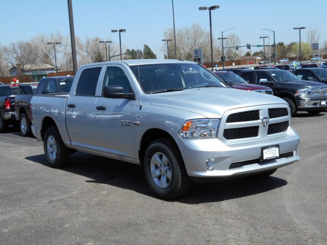 2017 Ram 1500 Crew Cab 4x4, Pickup #HG626507 - photo 3