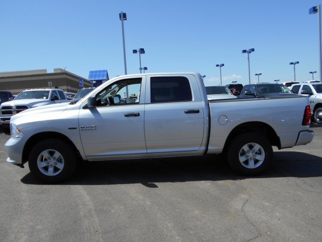 2017 Ram 1500 Crew Cab 4x4, Pickup #HG626507 - photo 5