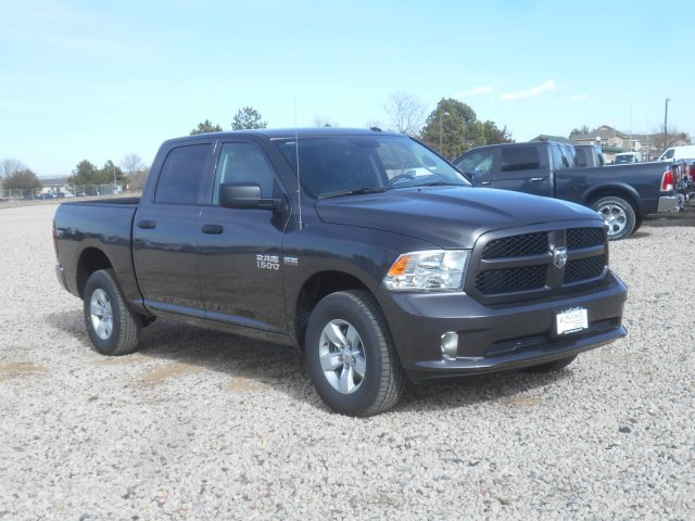 2017 Ram 1500 Crew Cab 4x4, Pickup #HG631151 - photo 3