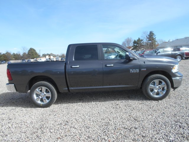 2017 Ram 1500 Crew Cab 4x4, Pickup #HG665278 - photo 7