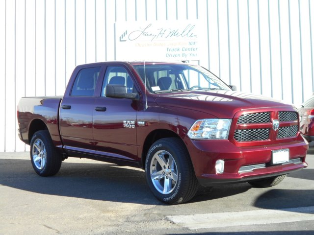 2017 Ram 1500 Crew Cab 4x4, Pickup #HG739267 - photo 3