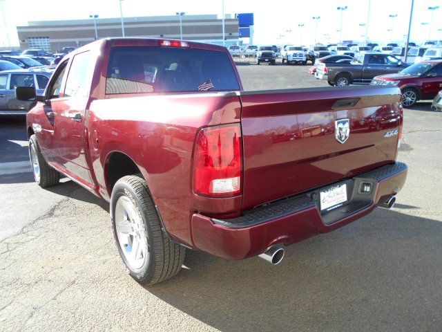 2017 Ram 1500 Crew Cab 4x4, Pickup #HG739267 - photo 2