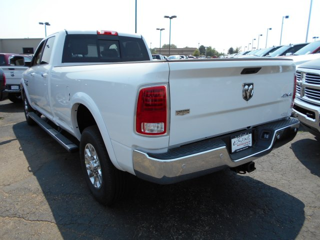 2017 Ram 3500 Crew Cab 4x4 Pickup #HG752050 - photo 2