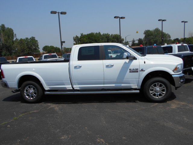 2017 Ram 3500 Crew Cab 4x4 Pickup #HG752050 - photo 7