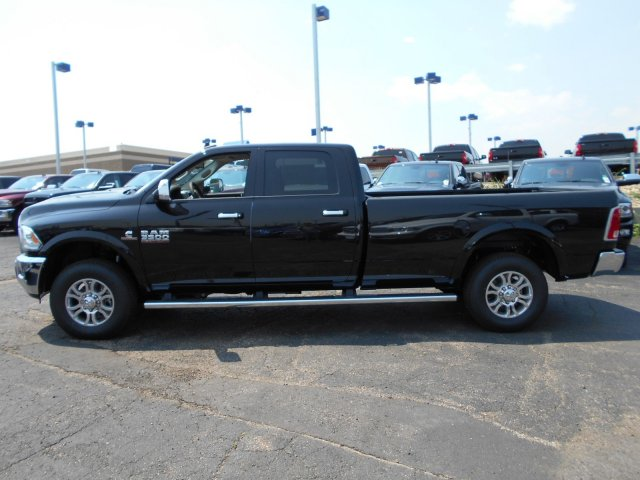 2017 Ram 3500 Crew Cab 4x4, Pickup #HG752051 - photo 4