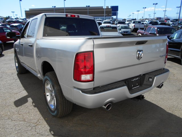2017 Ram 1500 Crew Cab 4x4, Pickup #HG797269 - photo 2