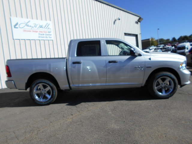 2017 Ram 1500 Crew Cab 4x4, Pickup #HG797269 - photo 7