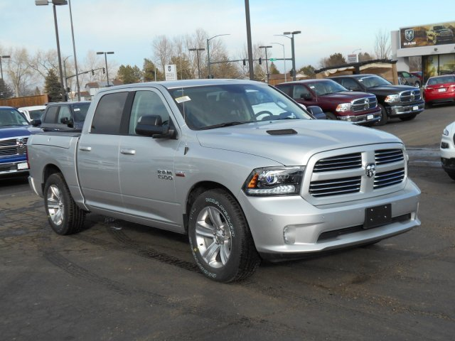 2017 Ram 1500 Crew Cab 4x4, Pickup #HS597524 - photo 3