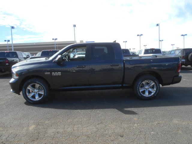 2017 Ram 1500 Crew Cab 4x4, Pickup #HS597529 - photo 5