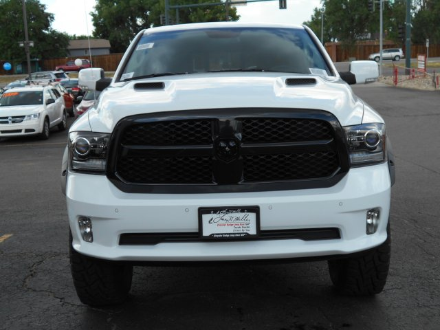 2017 Ram 1500 Crew Cab 4x4, Pickup #HS619842 - photo 4