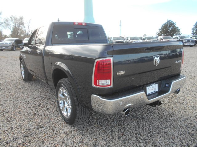 2017 Ram 1500 Crew Cab 4x4, Pickup #HS636237 - photo 2
