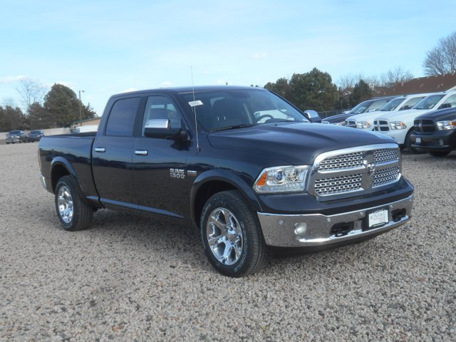 2017 Ram 1500 Crew Cab 4x4, Pickup #HS636237 - photo 3