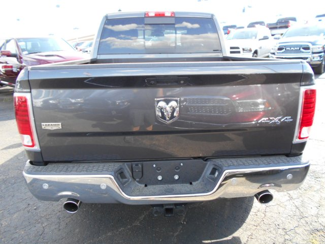 2017 Ram 1500 Crew Cab 4x4 Pickup #HS798962 - photo 5