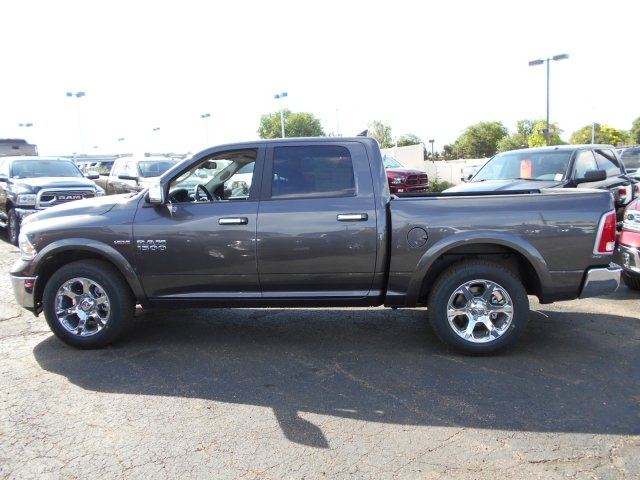2017 Ram 1500 Crew Cab 4x4 Pickup #HS798962 - photo 4