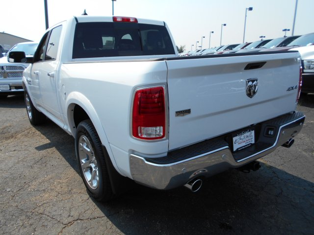 2017 Ram 1500 Crew Cab 4x4 Pickup #HS800131 - photo 2