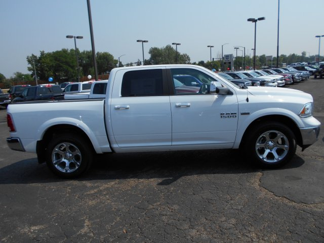 2017 Ram 1500 Crew Cab 4x4 Pickup #HS800131 - photo 7