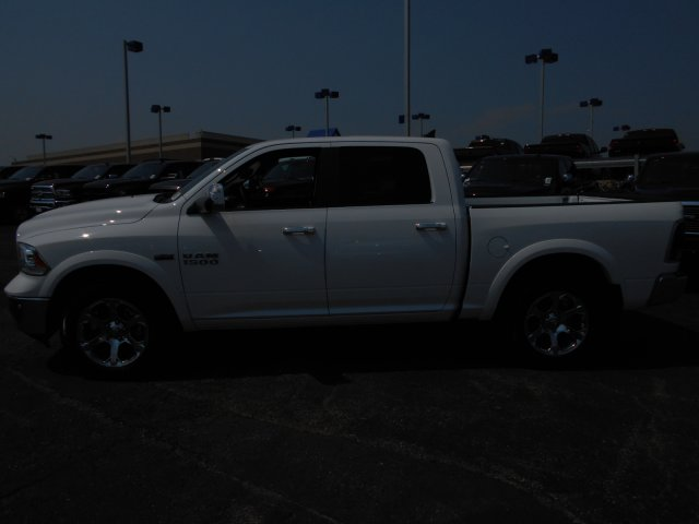 2017 Ram 1500 Crew Cab 4x4 Pickup #HS800131 - photo 5
