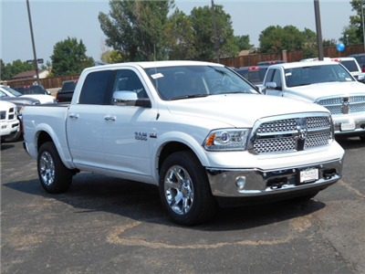2017 Ram 1500 Crew Cab 4x4 Pickup #HS815330 - photo 3