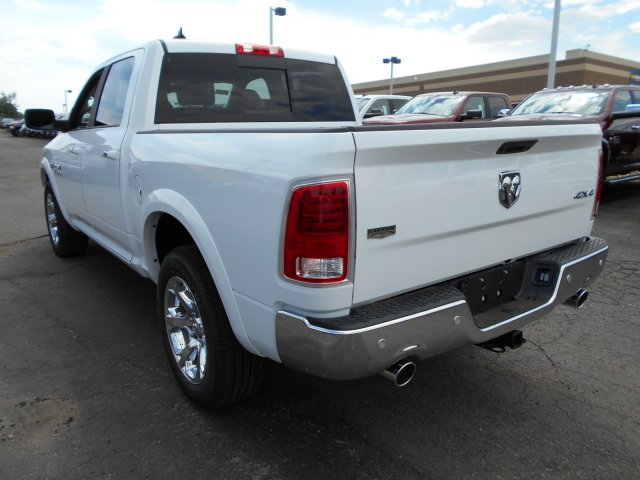 2017 Ram 1500 Crew Cab 4x4 Pickup #HS815331 - photo 2