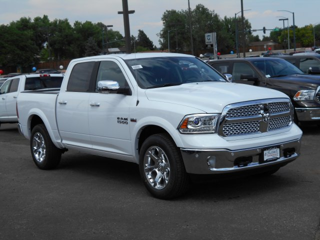 2017 Ram 1500 Crew Cab 4x4 Pickup #HS815331 - photo 3