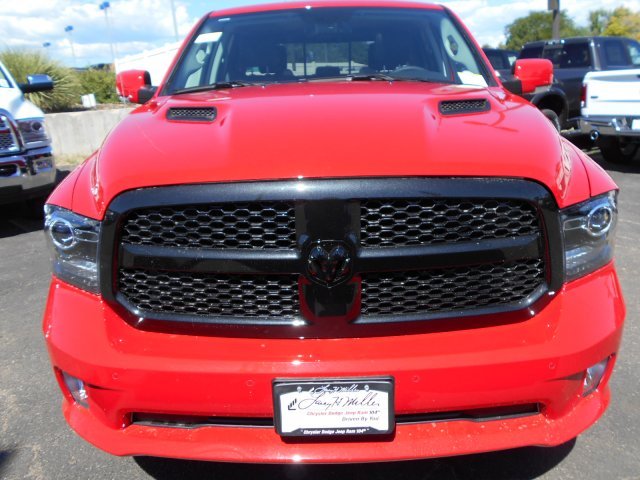 2017 Ram 1500 Crew Cab 4x4 Pickup #HS850349 - photo 4