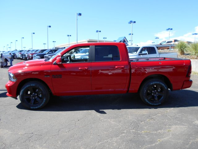 2017 Ram 1500 Crew Cab 4x4 Pickup #HS850349 - photo 5