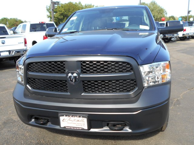 2017 Ram 1500 Crew Cab 4x4, Pickup #HS871047 - photo 3
